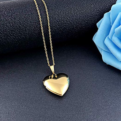 18k gold heart shaped locket for pictures